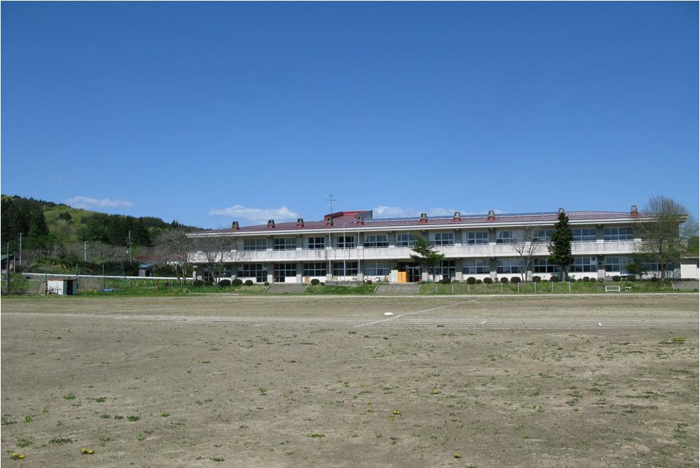 晴天の中の校舎