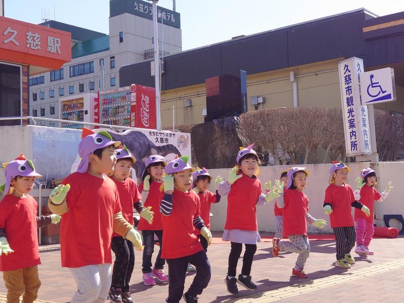 小久慈保育園児の踊り
