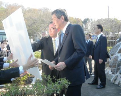 画像:竹下復興大臣視察